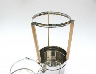 Dreibein-Stativ mit Edelstahlring und Holzbeinen Bild